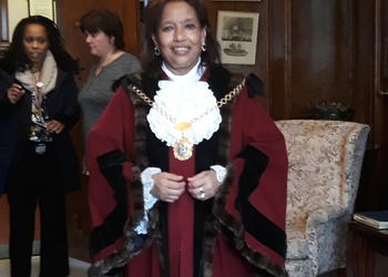 School Parliament meets Mayor of Redbridge